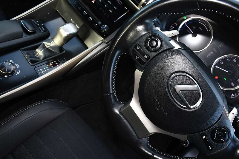 Lexus IS 300h 2.5 Luxury Premium Navigation